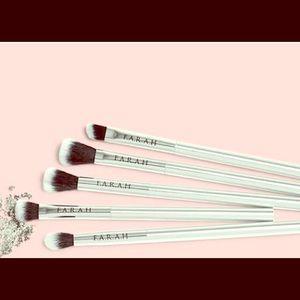 Farah makeup brush set- new and unopened